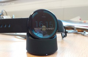Nice one, guys! – First images with the Moto 360 wireless charger